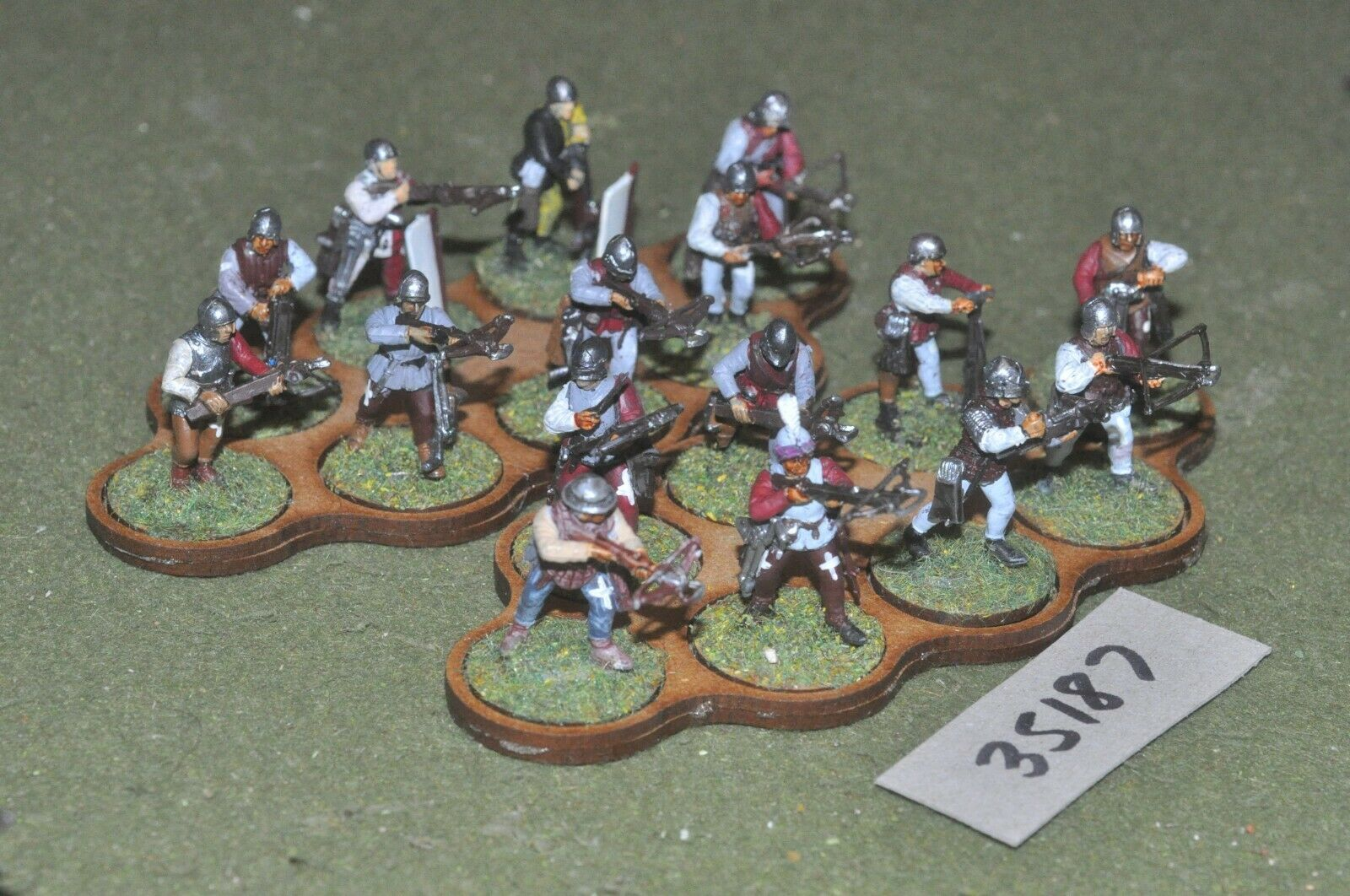 25mm medieval   swiss - crossbowmen (plastic) glued in 16 figures - inf (35187)