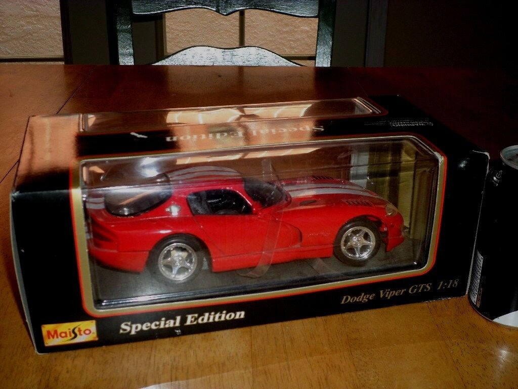 1996 DODGE VIPER GTS, MAISTO TOY - DIE CAST METAL BODY FACTORY BUILT, Scale 1:18