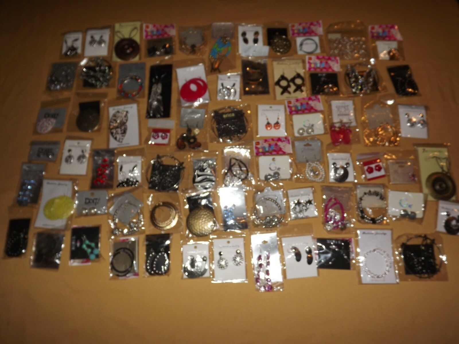 COSTUME FASHION JEWELY LOT 71 PAIRS OF EARRINGS NEW