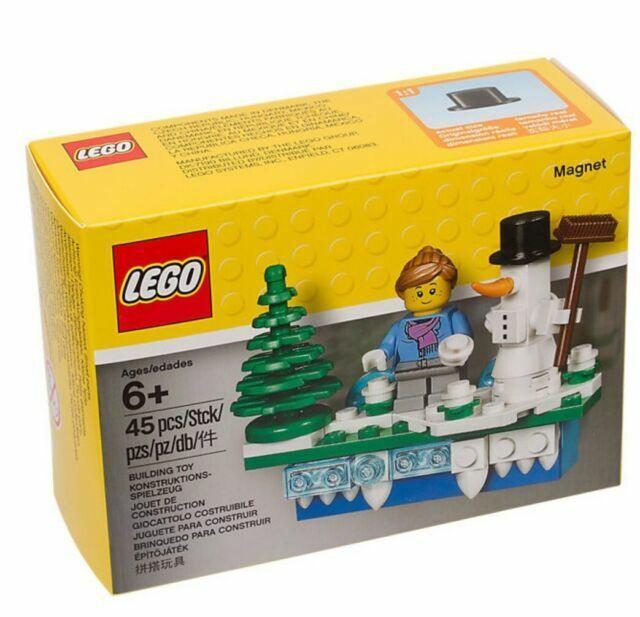 LEGO Christmas Holiday Scene Magnet NEW