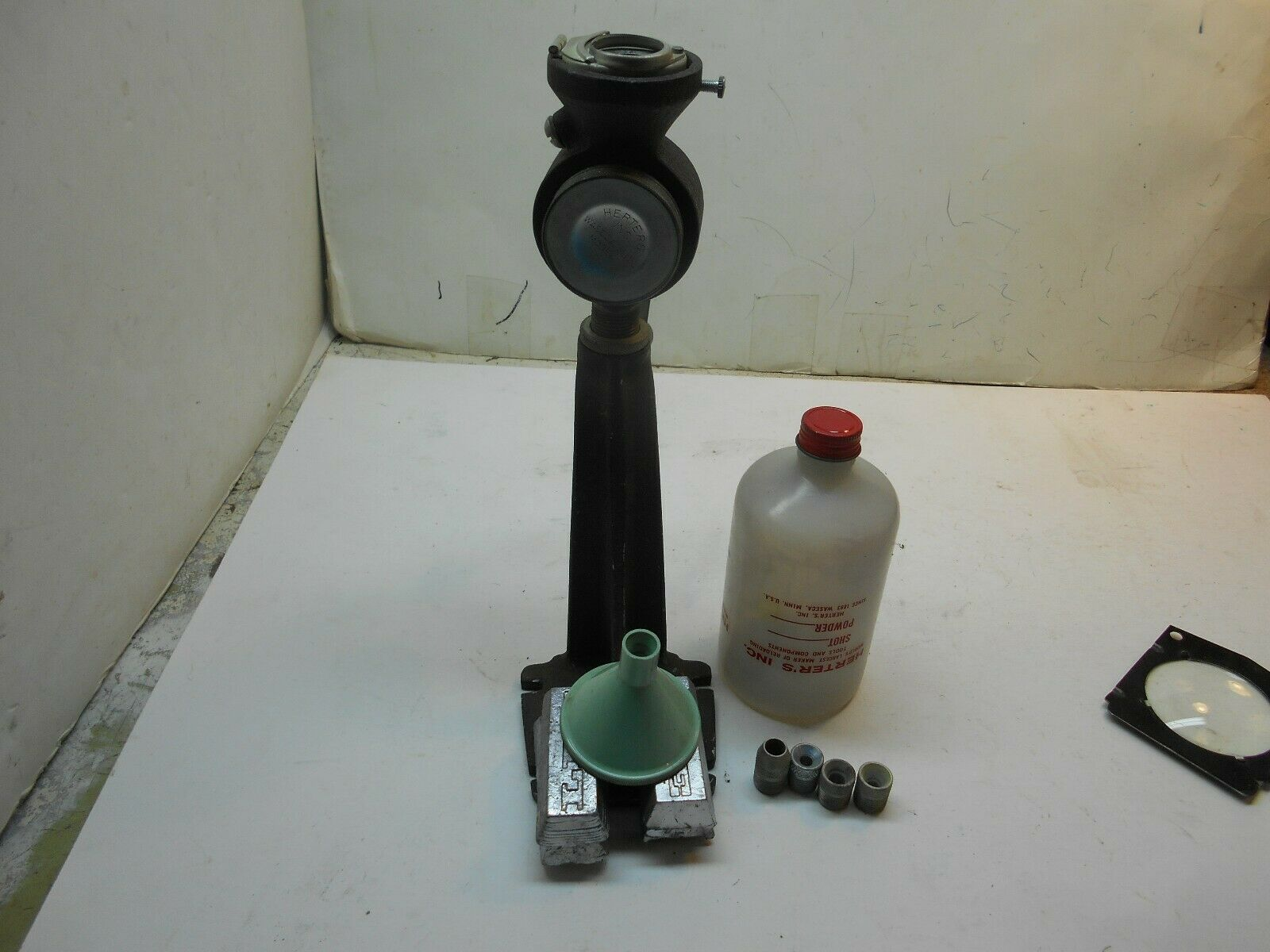 Vintage Herters powder measure with 4 powder baffles reloading