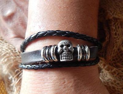 Diskret Geiles 3er Echt Leder Armband Mit Totenkopf/skull M. Versch.ringe>>verstellbar SchüTtelfrost Und Schmerzen