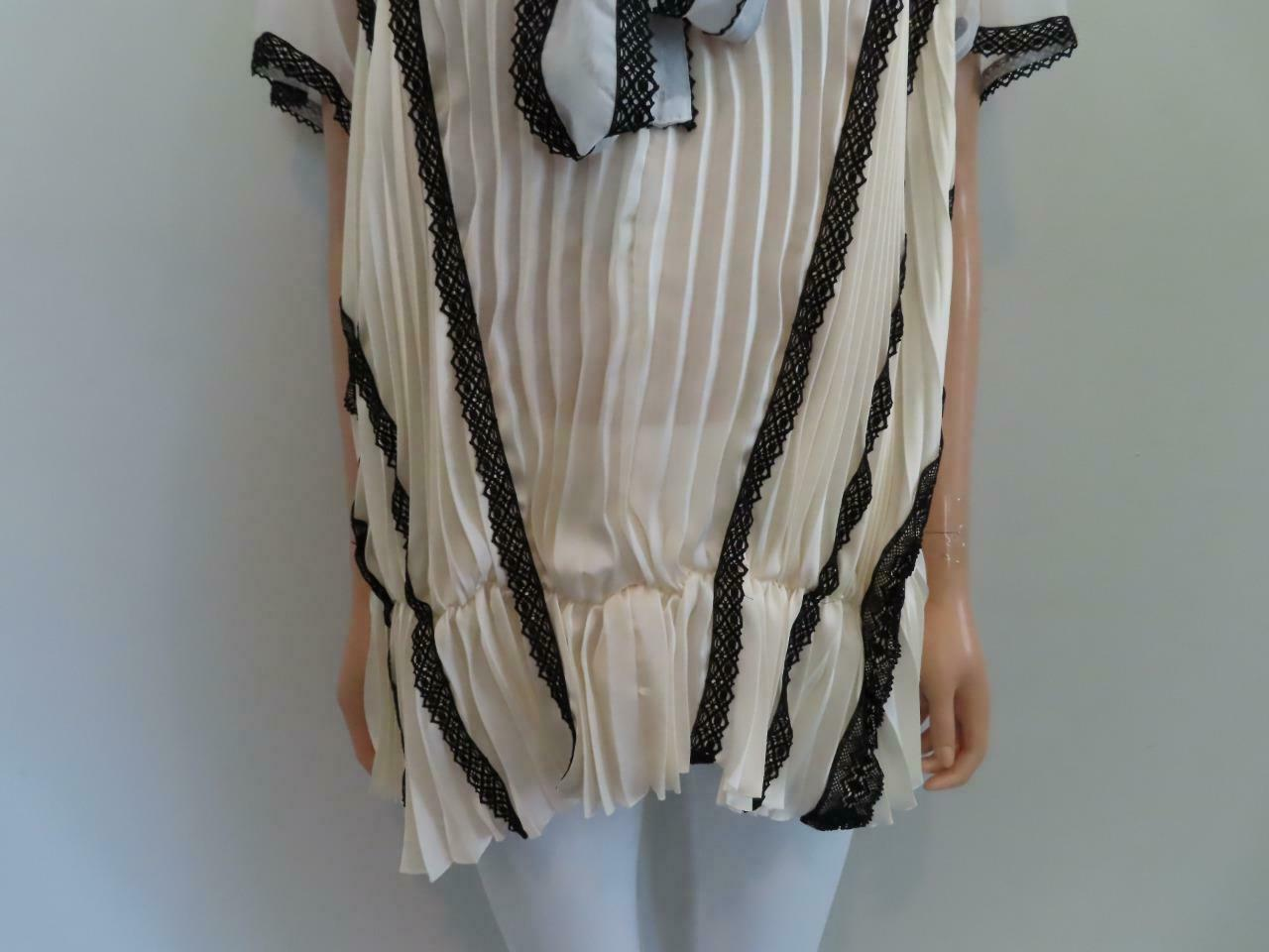 Sacai Ivory/Black Lace Pleated Front Button Short… - image 4