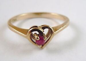 100% Genuine Vintage 9k Solid Yellow Gold 0.06 carats Natural Ruby Sz 6.5 US