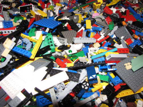 LEGO PIECES BULK GREAT PRESENT MINIFIGURES STAR WARS CLEAN 4 POUNDS 2000
