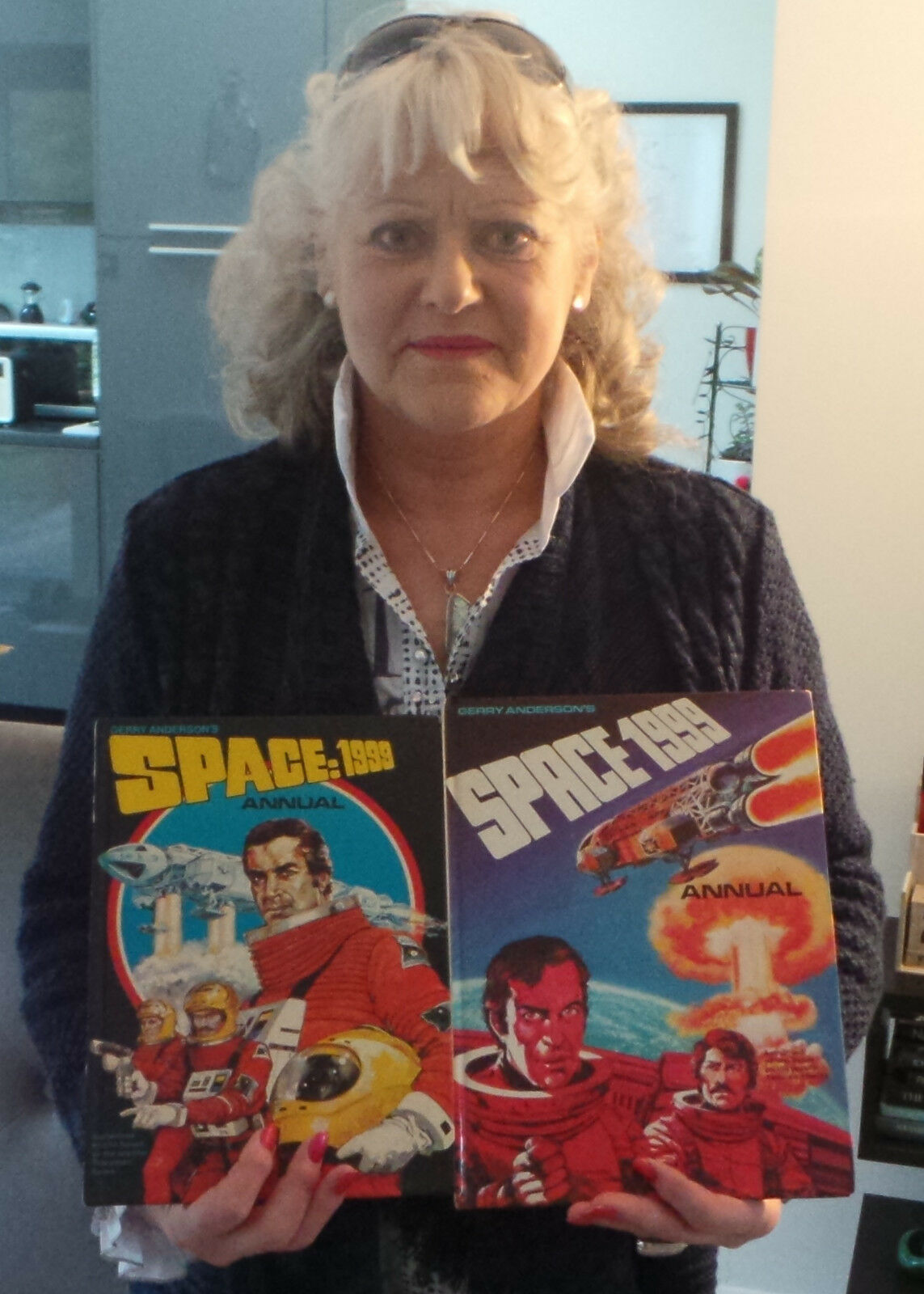 SPACE 1999 : 2 X SPACE 1999 ANNUALS SIGNED BY PAM ROSE ACTRESS FROM THE SHOW