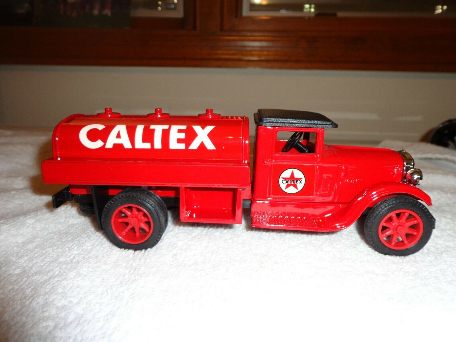 Image 1 - Rare-Vintage-Texaco-Caltex-Tanker-Truck-Red-New-in-Box-8-1-2-034-long-2-1-2-034-Wide