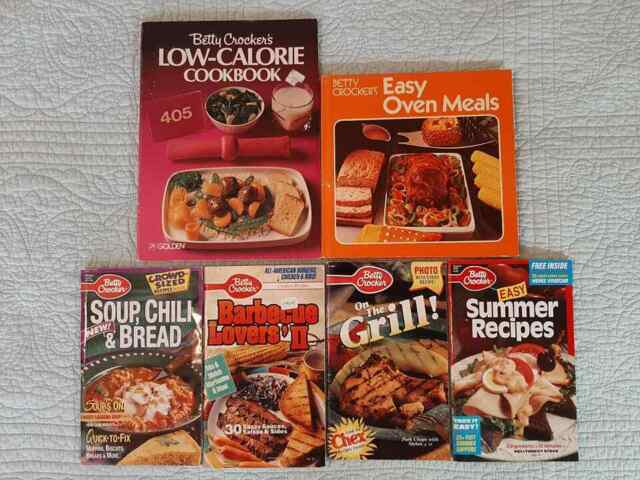lot 6 vintage Betty Crocker Cookbooks 70s 80s 90s vintage advertising coupons
