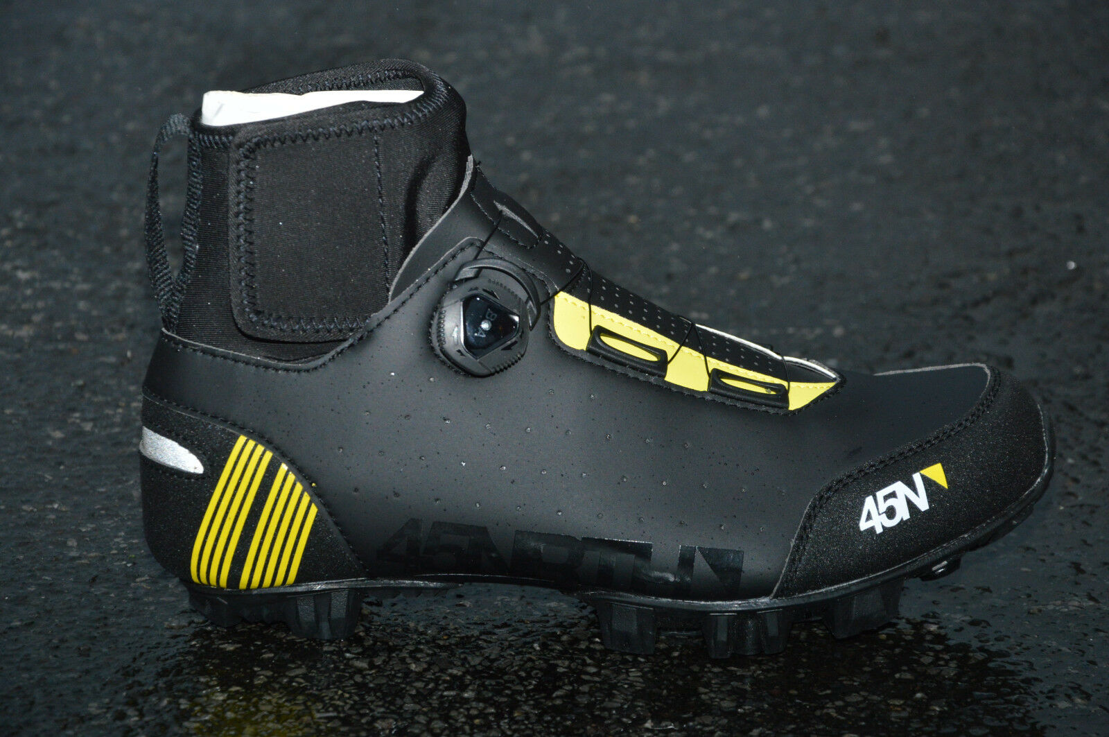 45 NRTH Ragnarok invierno-zapatos MTB cálido impermeable boa negra amarilla 2019