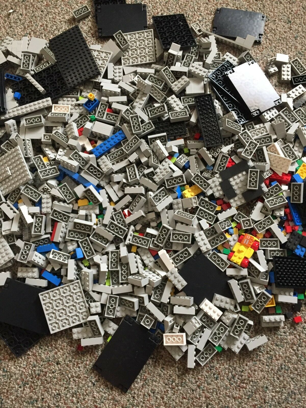 Lego LOT figures, keychain keychain keychain and accessories. And lego building pieces. 90779e