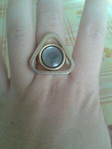 Anello-color-oro-con-pietra-iridescente-regolabile