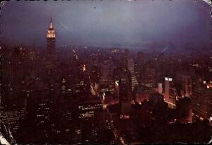 Postcard-Postcard-Pk-Coloured-Used-New-York-City-Looking-Southwest-USA