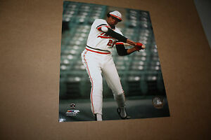 MINNESOTA-TWINS-ROD-CAREW-UNSIGNED-8X10-PHOTO-POSE-1