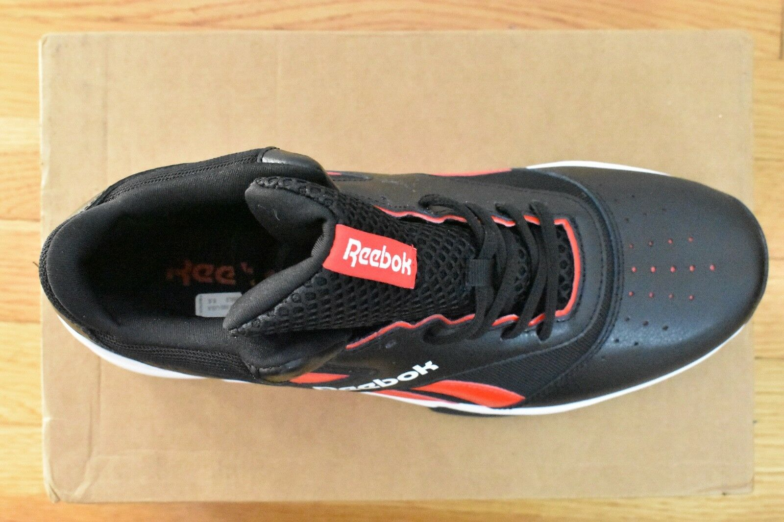 Reebok  Men  Shoes Sneakers Trainers #BD2924 Size 9.5 leather