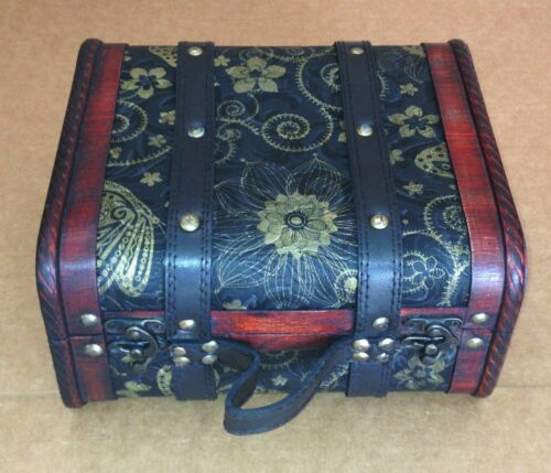 HF 040-A Exquisite Vintage-style small suitcase with cotton flannel inside