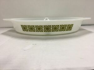 Vintage Pyrex 1 1/2 Quart Divided Dish Square Flowers Verde/Green Wht/Milk Glass