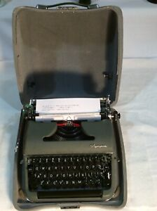 Vintage 1958/9 Olympia SM3 DeLuxe Green Portable Typewriter W/Case Excellent
