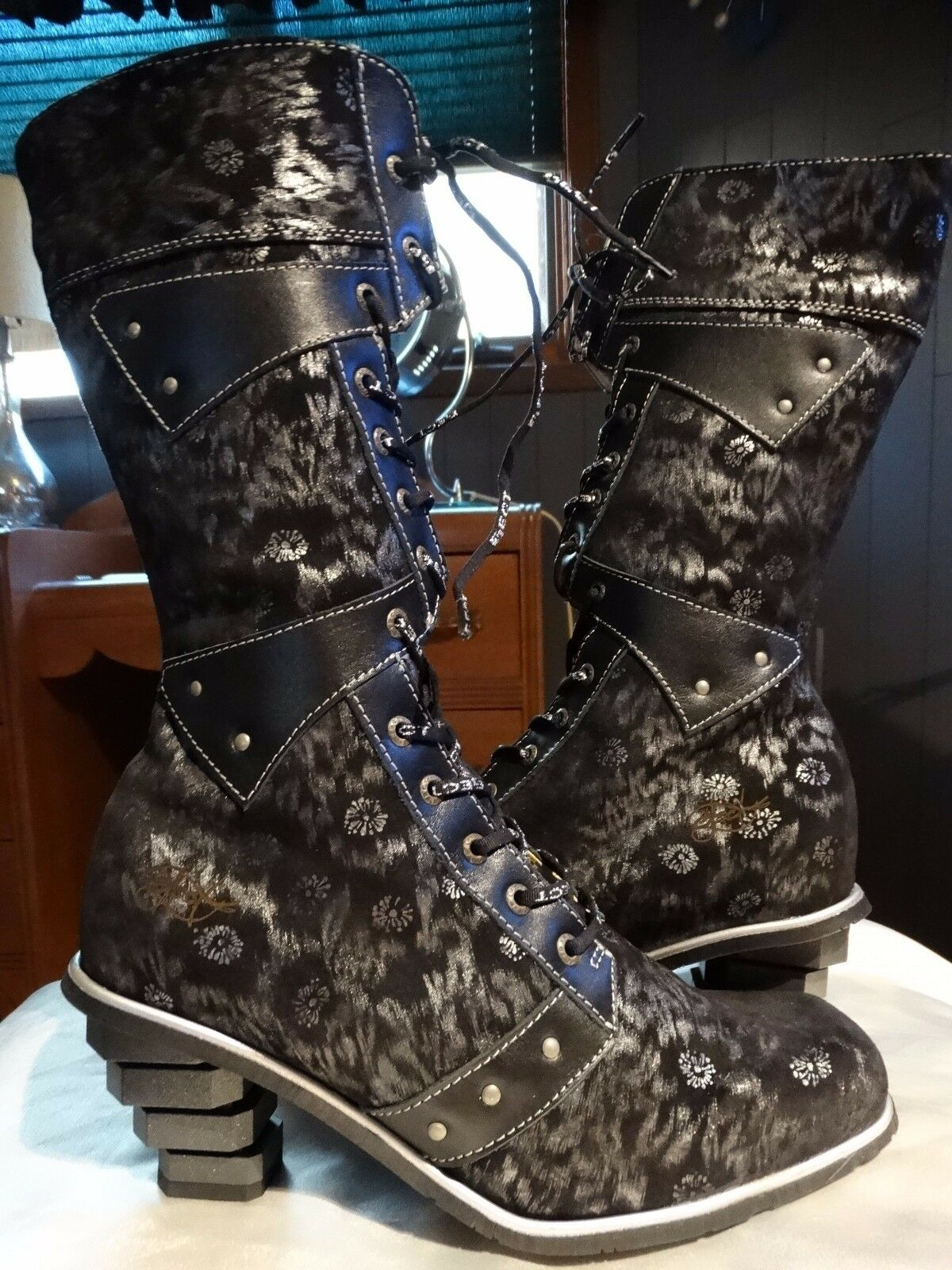 GORGEOUS EMBOSSED LEATHER BOOTS FROM EJECT 38