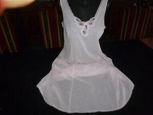 jolie combinaison&fond de robe vintage jolie dentelle Taille 52/54  ref 999