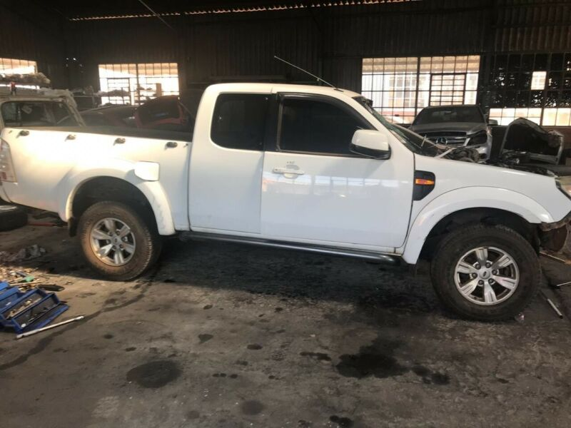 Ford Ranger Super Cab T5 3.0 TDCI WE stripping for spares