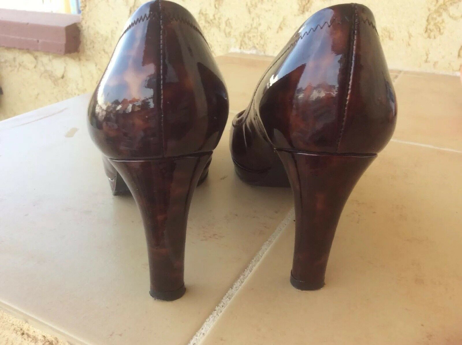 RUSSELL AND BROMLEY BROWN GOLD PATENT L TORTOISE SIZE SHELL PEEP TOE SHOES. SIZE TORTOISE 4.5 0f8952
