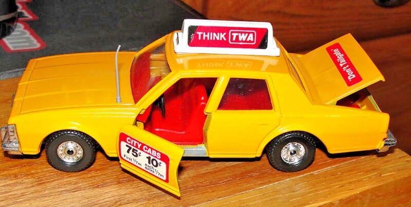 Corgi  327 Chevrolet Caprice Taxi 1979 MWB Gran Bretaña