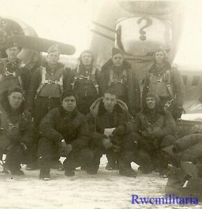 Org-Photo-US-Aircrew-Posed-by-Their-B-17-Bomber-w-034-034-Marking-on-Nose-Turret
