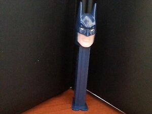Vintage-BATMAN-Pez-Dispenser-SUPER-HERO-HAS-FEET