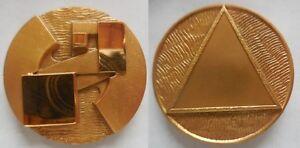 medaglia-scultura-i-3-soli-di-Gio-Pomodoro