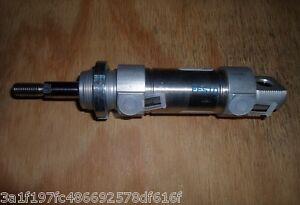 FESTO DSNU-32-25-P / 193992 PNEUMATIC CYLINDER (NEW NO BOX)