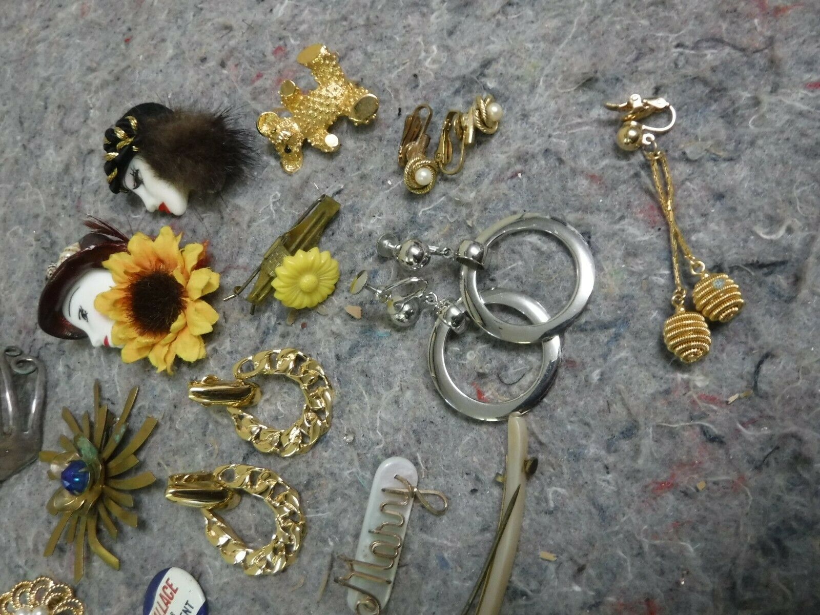Lot of Mixed Costume Jewelry-Bracelet, Necklace, … - image 4