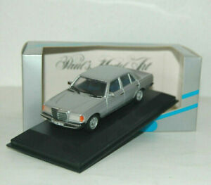 Mercedes-benz-280-E-W-123-sedan-silver-Minichamps-1-43