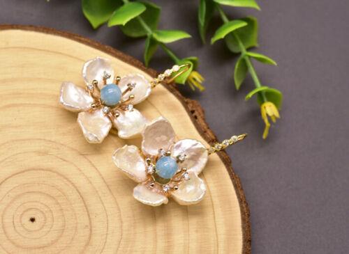 B15 vergoldete Ohrringe Blüte aus Barockperlen und blauem Zirkonia