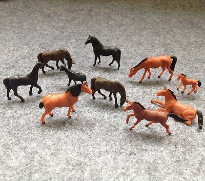 F17 H0- Set 18 Stück Pferde Tiere für Bauernhof Koppel Weide usw. 1:87