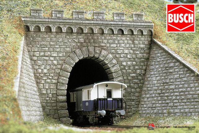 BUSCH 7022 - H0 1:87 - Portale per tunnel con murature laterali e guglie