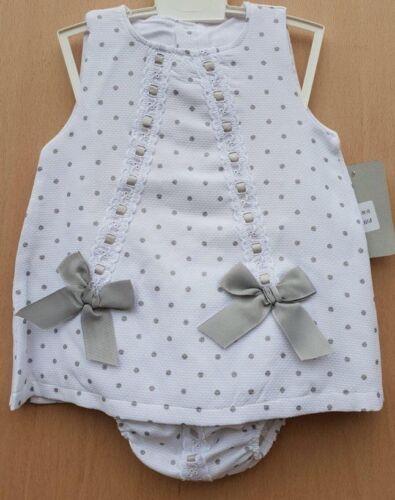 Beautiful Baby Girls Spanish Style Grey Spot Slotted Ribbon Dress /& Bloomer Set