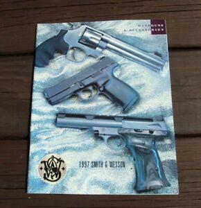 HonnêTeté Smith & Wesson ~ Armes De Poing & Accessoires ~ 1997 Copyright Gun Brochure Catalogue-afficher Le Titre D'origine Utilisation Durable