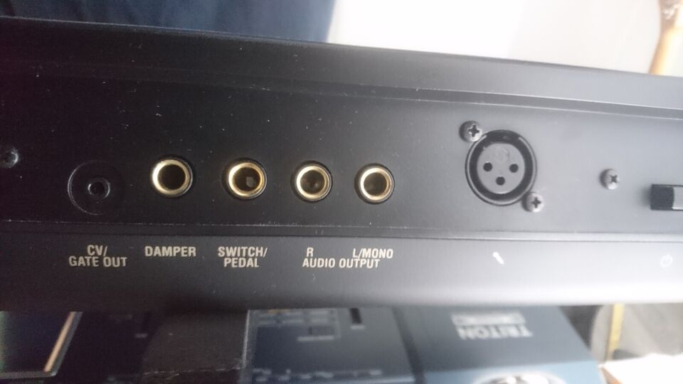 synthesizer, korg King Korg
