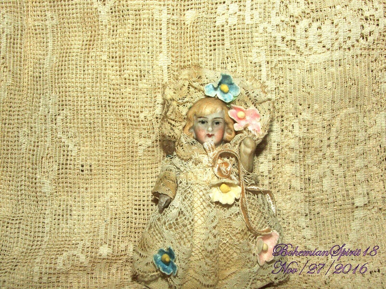 ANTIQUE GERuomo BISQUE GIRL doppio doppio doppio JOINTED ANTIQUE LACE DRESS MINIATURE 3'' bambola ef0581