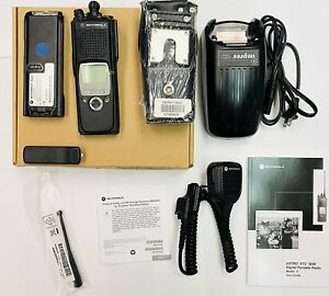 Motorola-XTS5000-450-520-MHz-UHF-Radio-H18SDF9PW6AN-with-Charger-Carry-Case