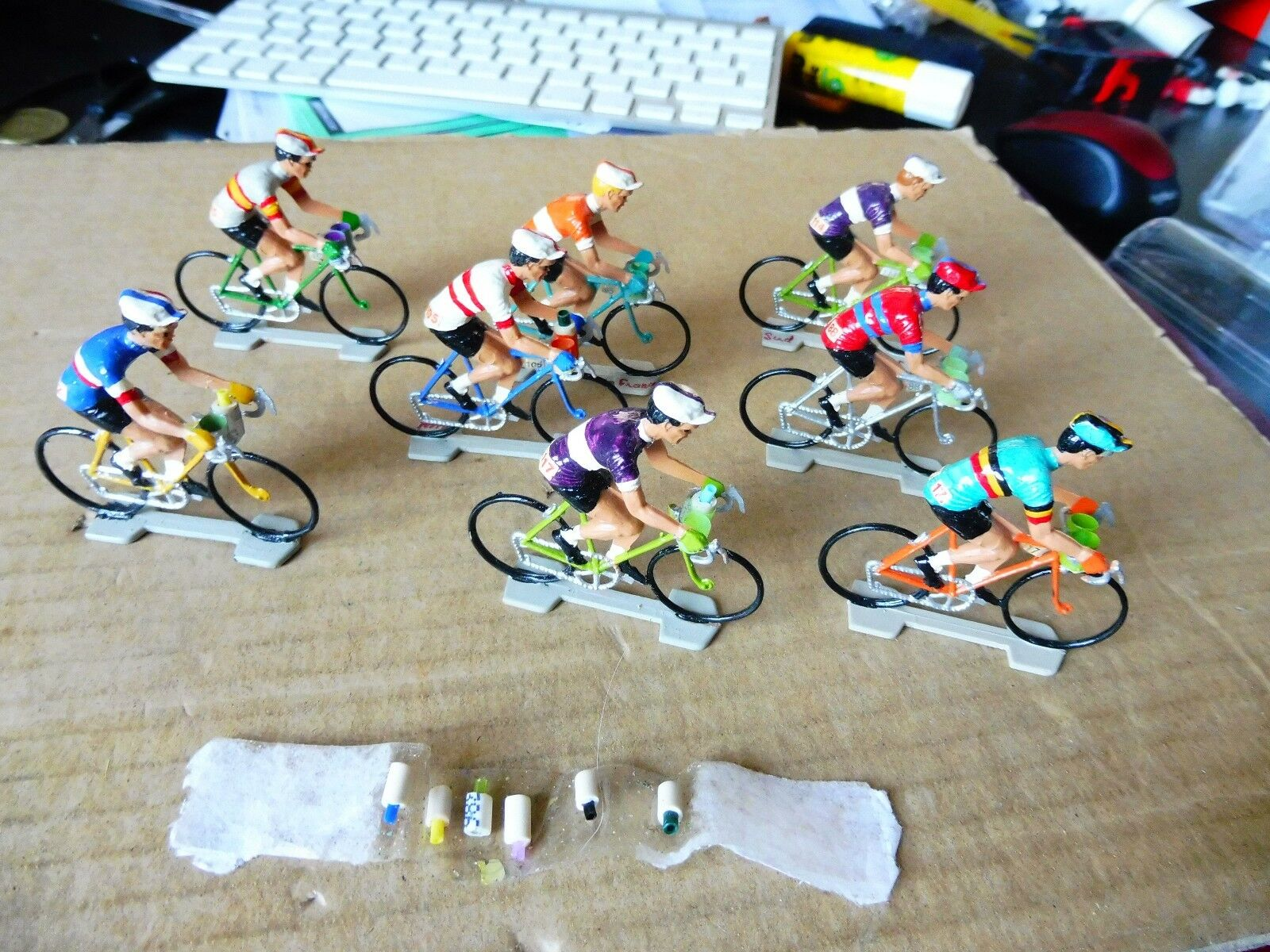 Lot de 8 cyclists plastic with door cans handlebar and cans removable