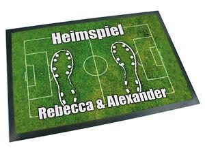 Fussmatte-mit-Name-Fussball-Fussballplatz-Spielfeld-Geschenk-Hochzeit-Einzug-Paare