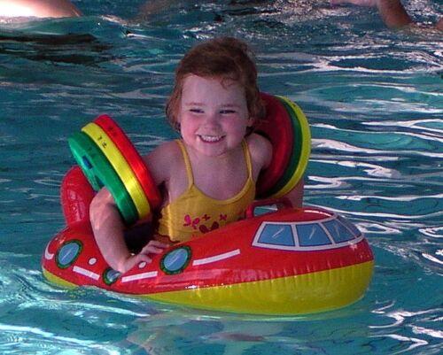 Badesitz Badehilfe Schwimmhilfe mit 2 Beinöffnungen