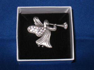 Crystal-Pave-Trumpeting-Angel-Pin