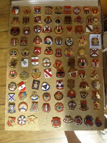 MILITARY CREST INSIGNIA DI DUI LOT SET OF 98 DIFFERENT US ARMY DIFFERENT KINDS