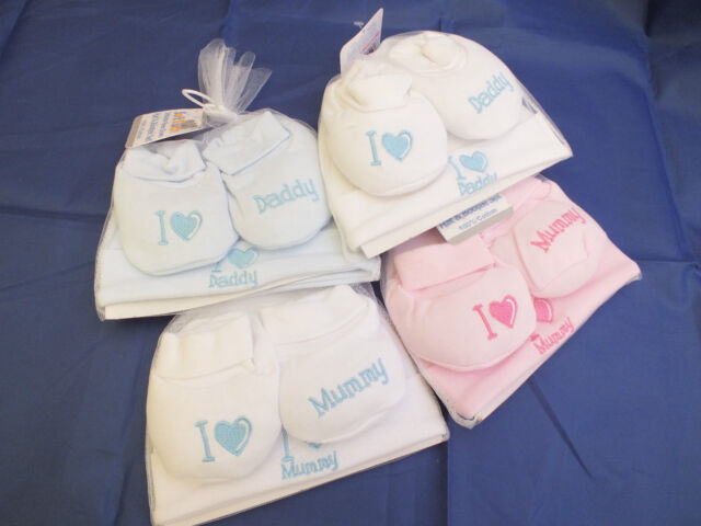 Newborn baby gift set hat/ bottees'I love mummy' 'I love daddy' 6 colour options