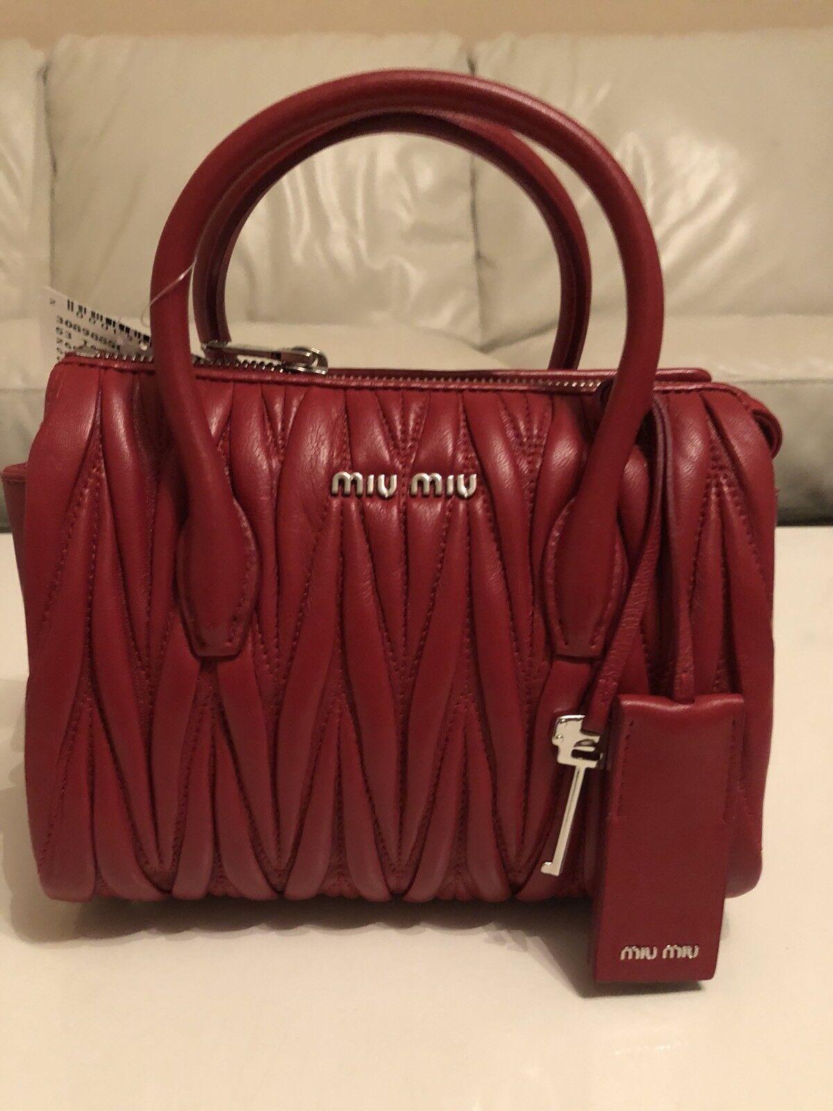 MIU MIU Umhängetasche Umhängetasche Umhängetasche Handtasche LP  1.499 EU rot NEU | Erlesene Materialien  | In hohem Grade geschätzt und weit vertrautes herein und heraus  | Kaufen Sie beruhigt und glücklich spielen  2081b8
