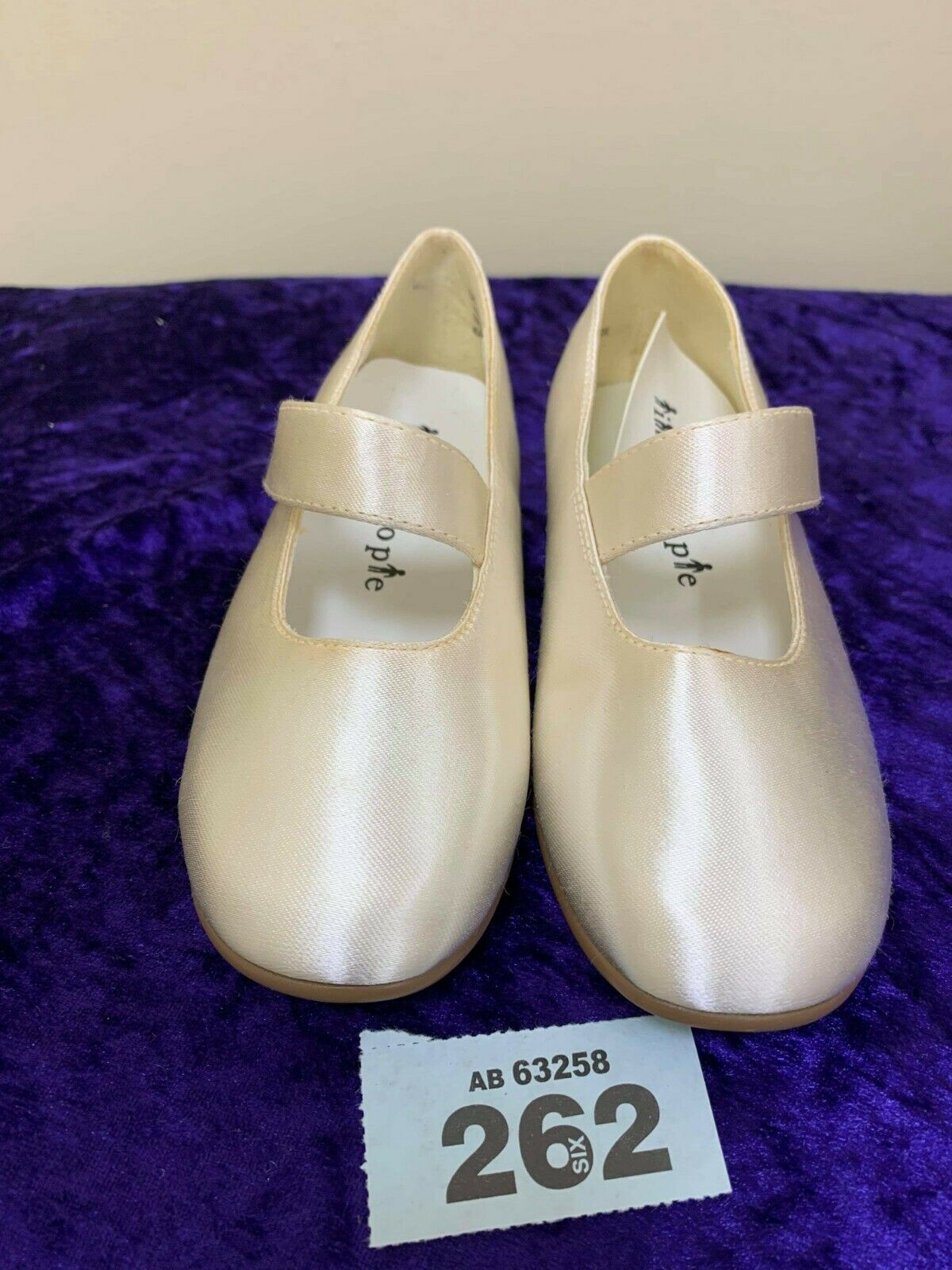 New in box childs ivory wedding/party shoes size 7 code 262 Style 2572