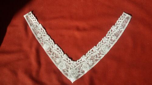 Spitzenbesatz für Dekoltee V Form Tüll WEISS mit Stickerei Rosenmuster шнурок