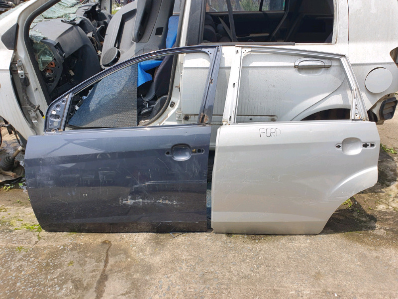 FORD FIGO LEFT SIDE DOORS